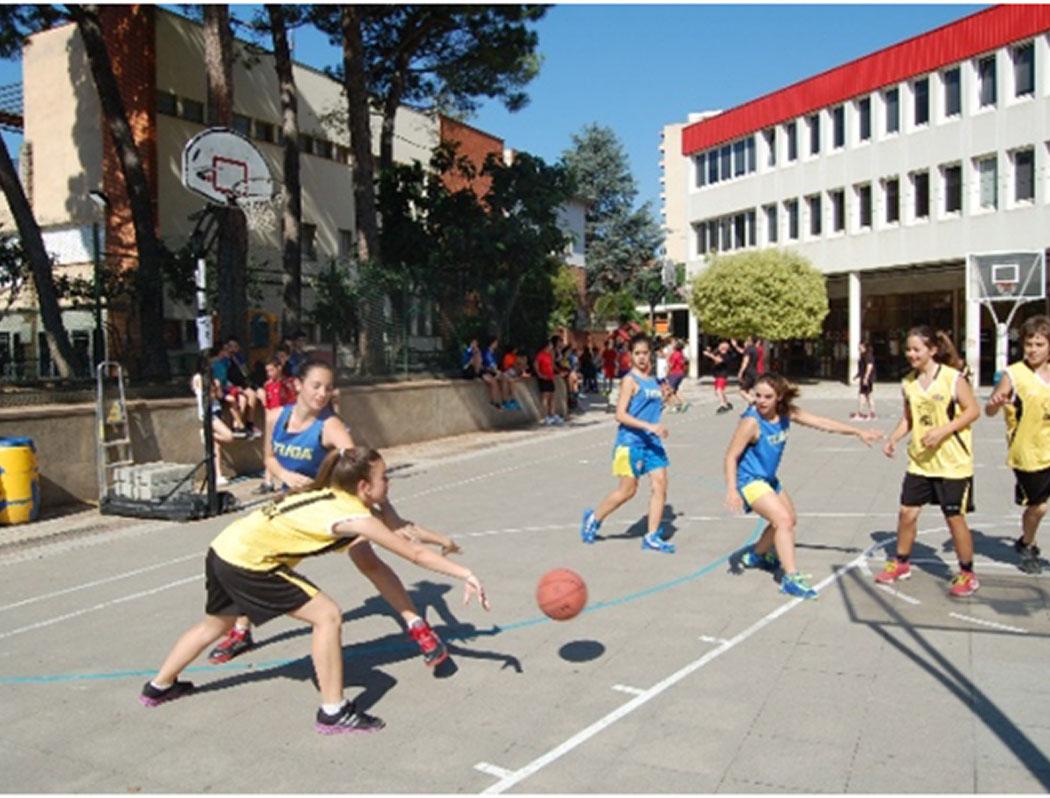 Veure Èxit de participació al 3x3 de bàsquet Monalco